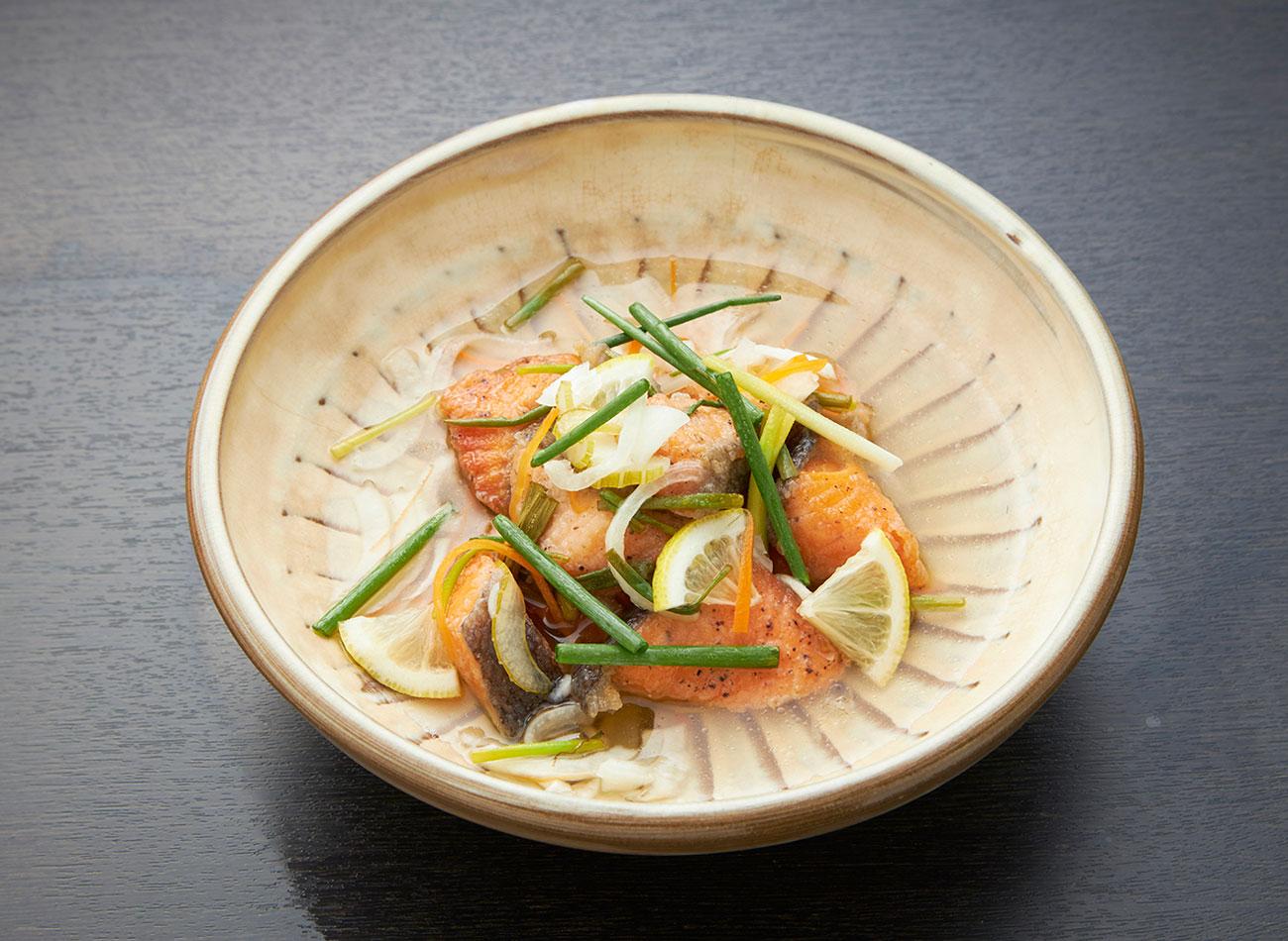 秋鮭と香味野菜のエスカベージュ