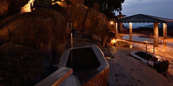 天然石の露天風呂写真